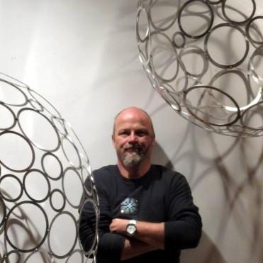 bumbas-gints-globes-portrait